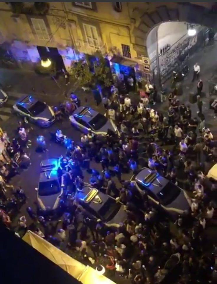 Napoli, tafferugli in piazza Bellini: arrestati tre esponenti dei centri sociali. Oggi udienza di convalida