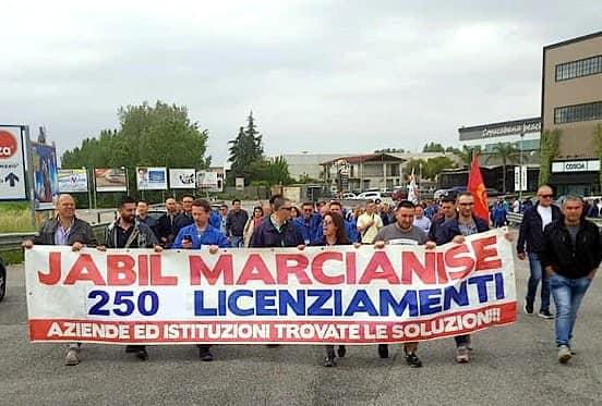 "Jabil, i lavoratori licenziati: ""Traditi dai sindacati"""