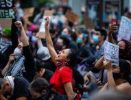 L'assassinio di George Floyd, le proteste continuano