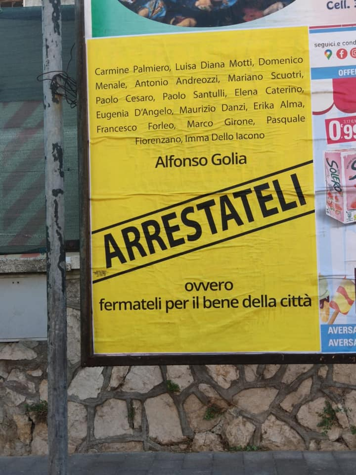 Aversa, 'arrestateli': manifesti contro il sindaco e i consiglieri