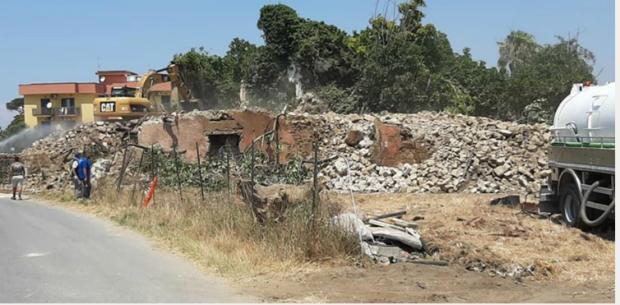 Giugliano, demolizione villaggio Zaccaria: esposto in Procura