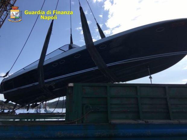 Napoli, fatture false: La Guardia di Finanza sequestra beni per 3 milioni di euro