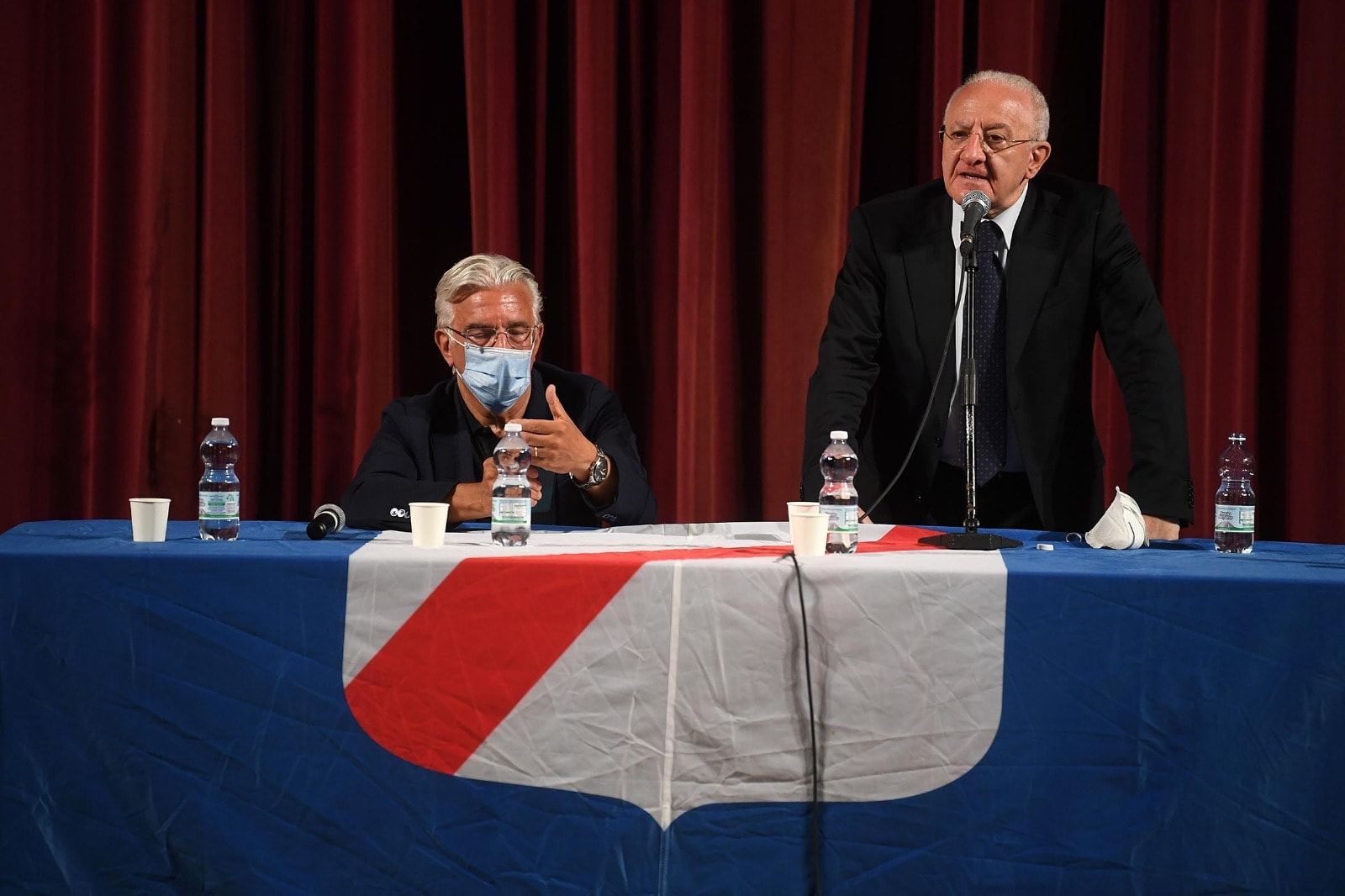 """Concorsone, i neoassunti a Salerno """"convocati"""" per la passerella con De Luca"""