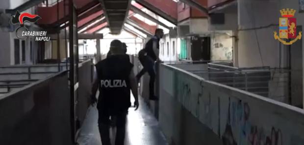 Camorra: Napoli, maxi operazione polizia e carabinieri. In esecuzione 51 misure cautelari