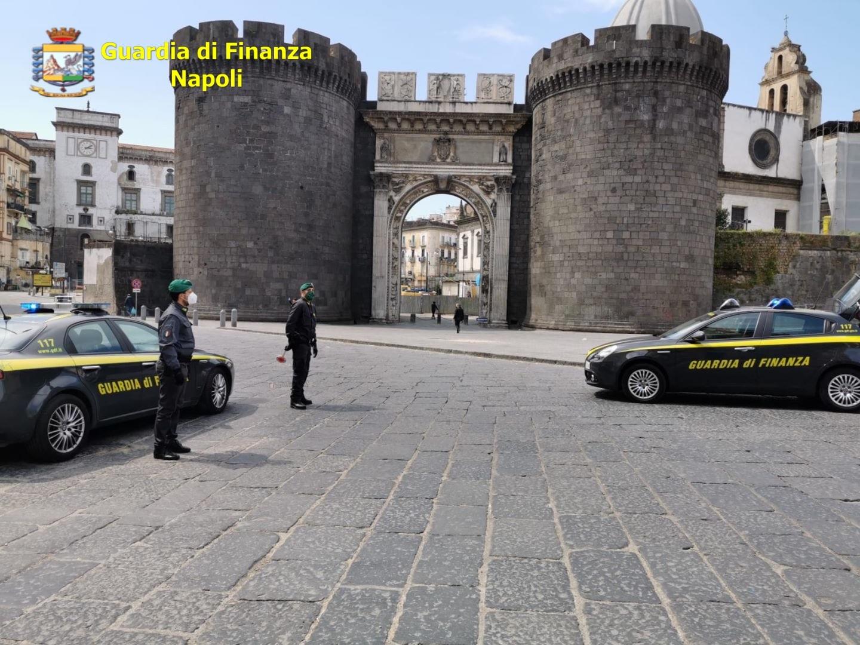 Napoli, Guardia di Finanza controlli anti Covid mese di agosto: 32 denunce a piede libero e 39 segnalazioni alla Prefettura per uso personale di droga