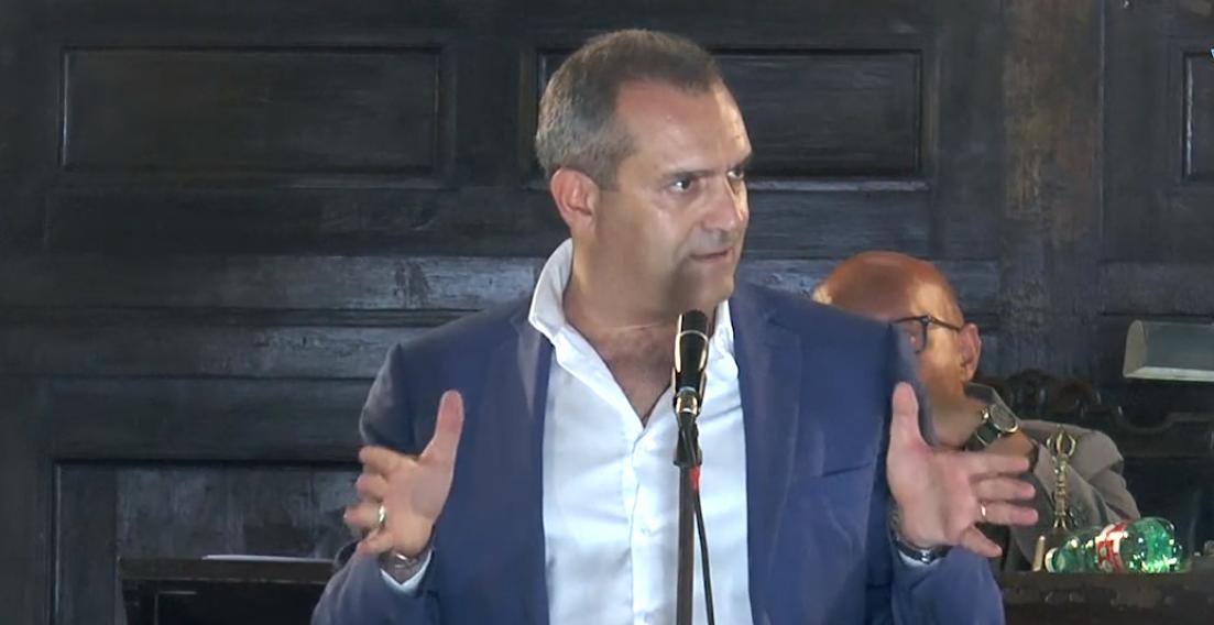 """Napoli, il sindaco de Magistris difende i giovani:""""non sono un pericolo"""""""