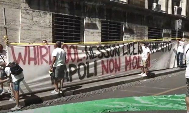 """Whirlpool insiste: """"Via da Napoli il 31 ottobre"""""""