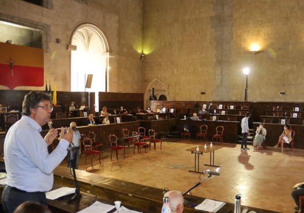 Napoli, consiglieri comunali disertano l'aula: 150 maestre senza lavoro