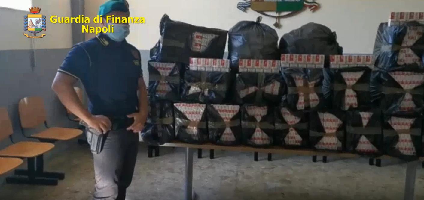 Napoli, i 'baschi verdi' sequestrano mezza tonnellata di sigarette di contrabbando