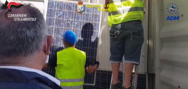 L'Africa come una mega discarica, sequestrati a Napoli 10 mila pannelli solari dismessi