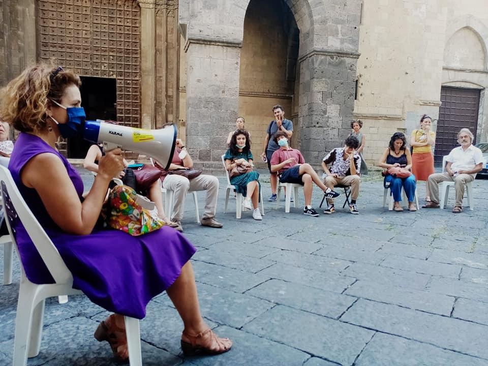 """Napoli,  mamme in piazza contestano De Luca. Il sindaco de Magistris:""""Al governatore importa solo il voto"""""""