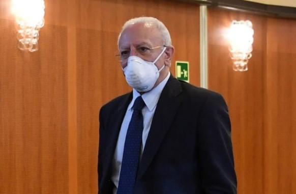 De Luca richiude la Campania, mossa disperata per il flop del sistema sanitario
