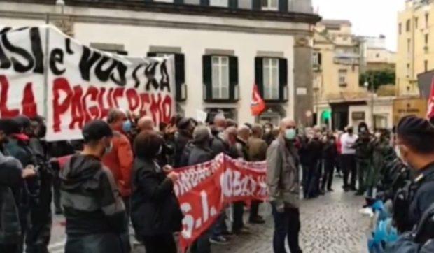 Napoli, nuova protesta anti coprifuoco: in piazza chi sta pagando la crisi