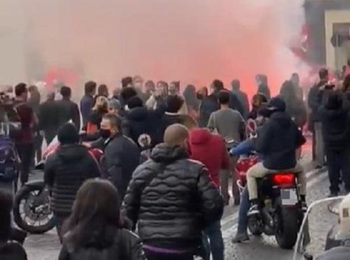Napoli, altri scontri per la protesta anti coprifuoco