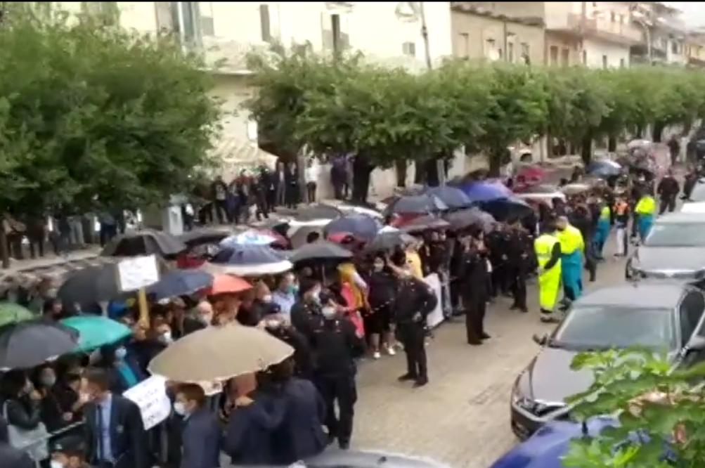 San Felice a Cancello, Conte e Azzolina contestati dai precari della scuola