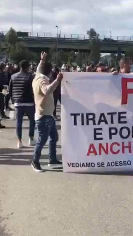 Coronavirus, Arzano:  continua la lotta dei cittadini contro l'ordinanza autoritaria. Oggi altri blocchi stradali