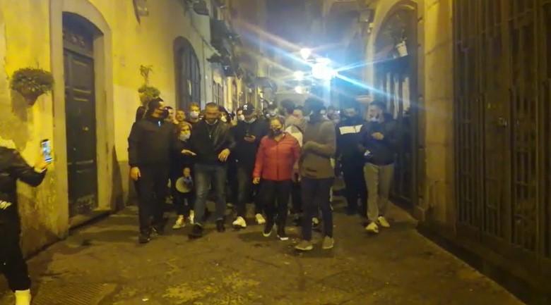 """Anche Salerno si ribella al coprifuoco di De Luca: corteo al grido di """"Libertà"""""""