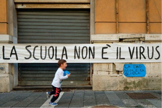 """Campania, appello ai sindaci: """"Non chiudete le scuole"""""""