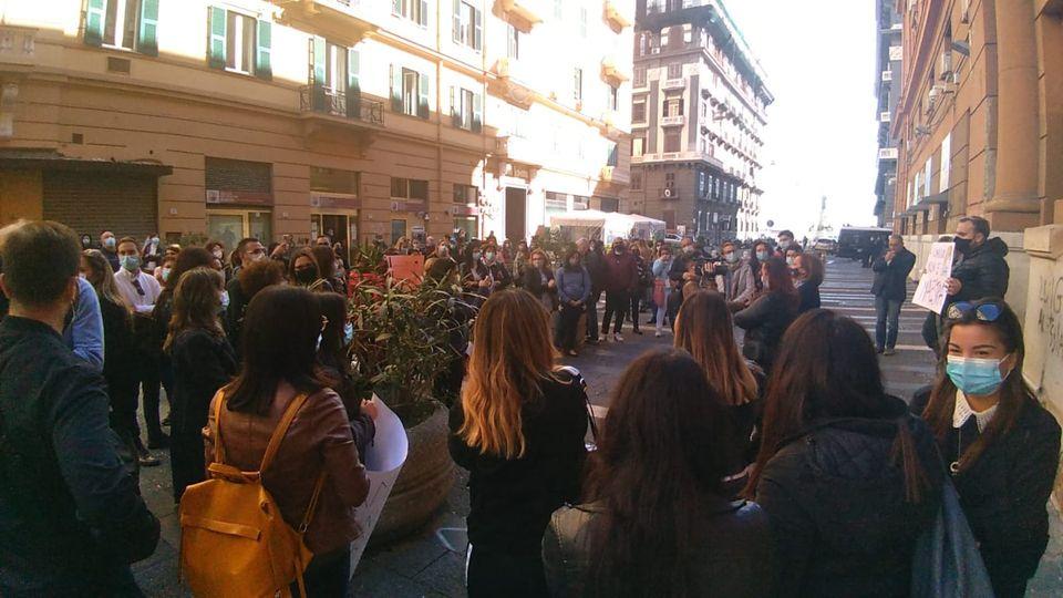 Scuola, continua la protesta delle mamme contro De Luca