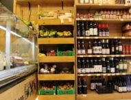 """""""Natale senza Amazon"""", la grande lezione arriva dai francesi: compriamo nei negozi di quartiere"""