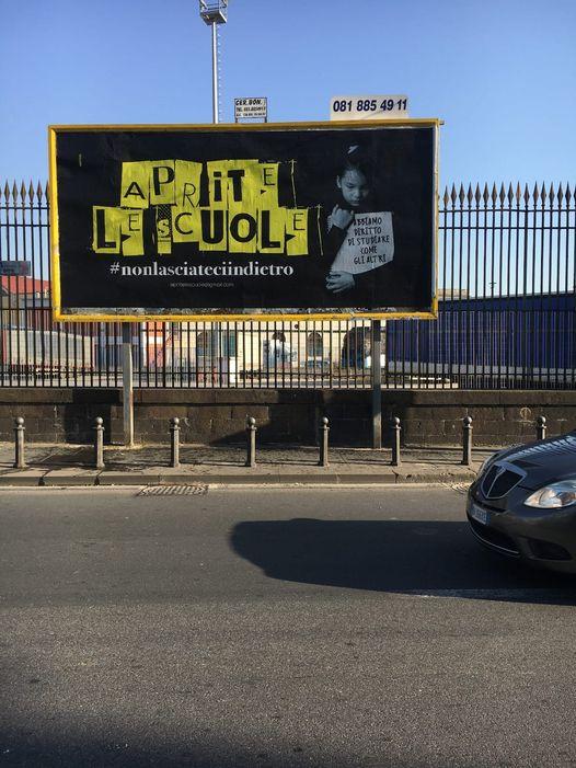 """Napoli, manifesti per le strade: """"Aprite le scuole"""""""