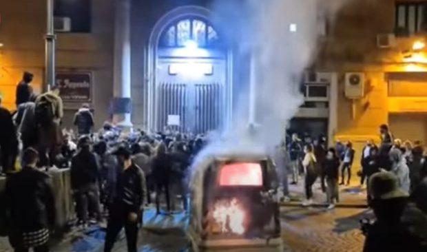 Napoli, scontri per il coprifuoco: 9 indagati