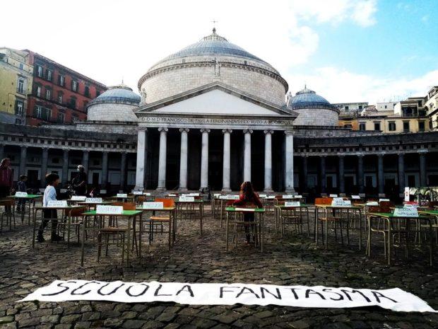 """Napoli in piazza per le scuole aperte """"Nessun ricatto tra sanità e istruzione"""""""