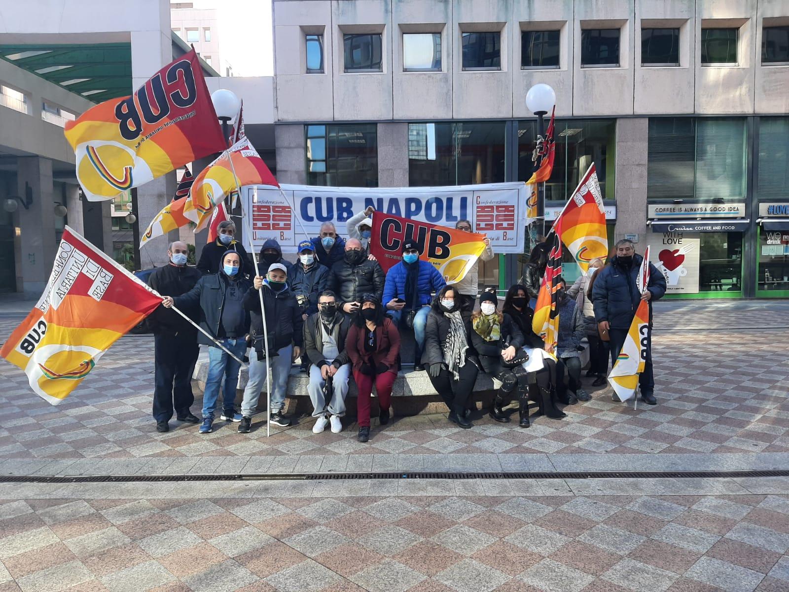 Napoli, lavoratori delle pulizie da 5 mesi senza stipendi: presidio davanti alla Telecom
