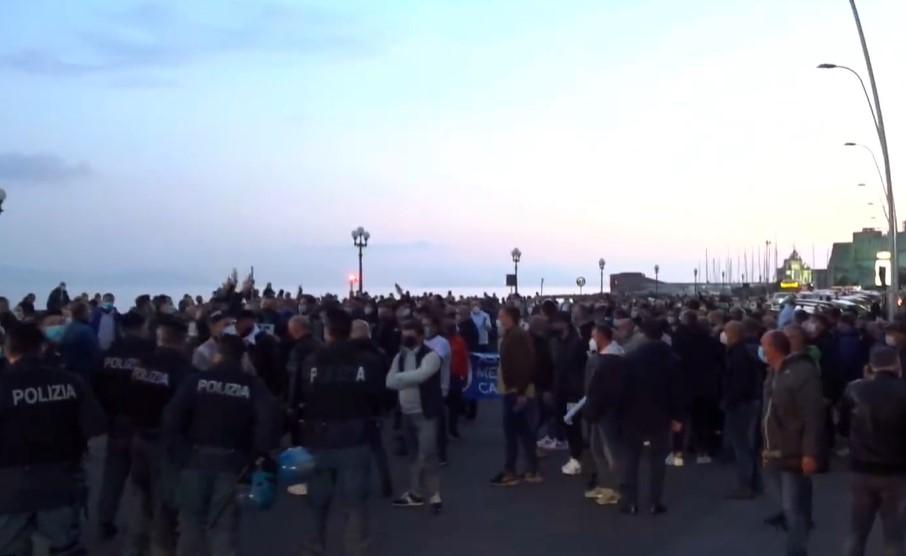 Campania zona rossa, subito protesta a Napoli
