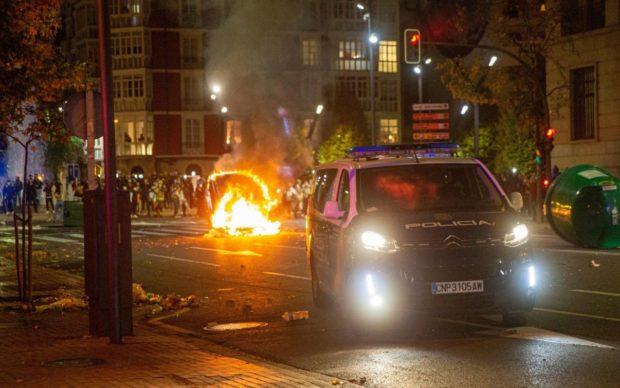Covid, barricate in Spagna contro il coprifuoco