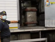 Napoli, blitz Guardia di Finanza: bloccati 4 autocarri di rifiuti