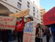 """Campania, ancora in piazza i genitori 'no dad':""""De Luca buffone ridacci l'istruzione"""""""