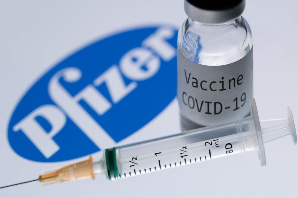 Covid, il report del governo Usa sul vaccino Pfizer: i pro e i contro