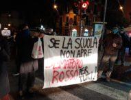 """Napoli, presidio di lotta serale contro De Luca: """"Apri le scuole"""""""