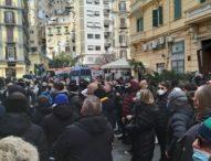 """Napoli, i disoccupati assediano la Regione: """"Subito un piano per il lavoro"""""""