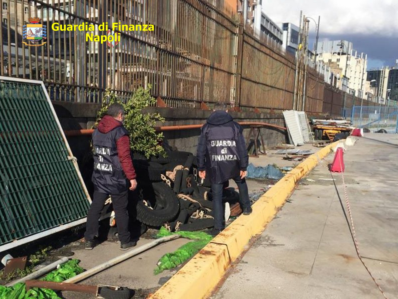 Napoli, blitz della Gdf nel Porto: sequestrate 100 tonnellate di rifiuti