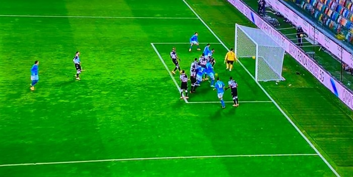 Napoli brutto ma vincente, Bakayoko gela l'Udinese