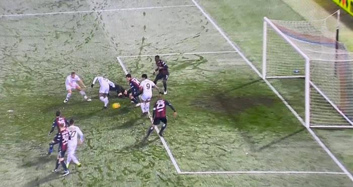 Benevento, pari nel ghiaccio a Bologna