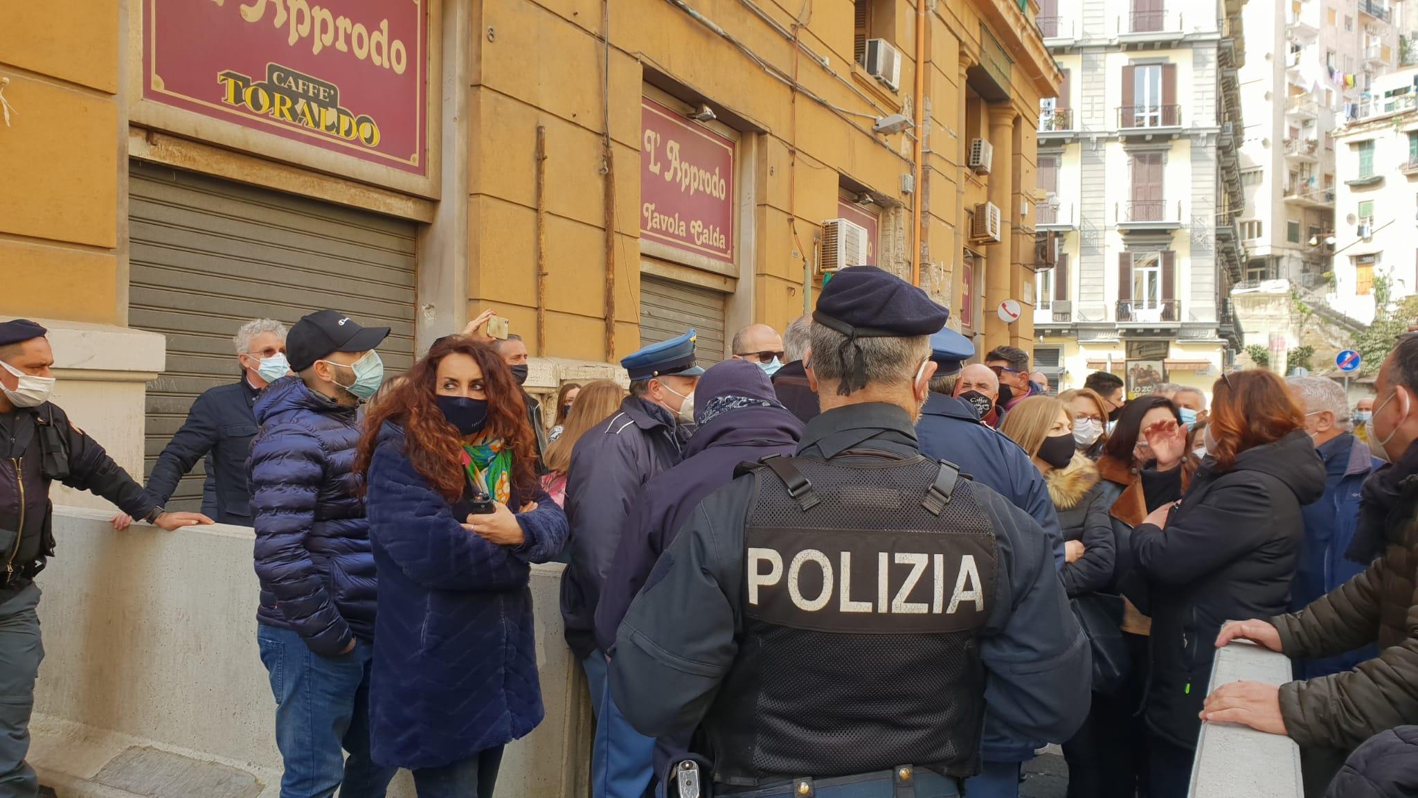 """Napoli, 500 Lsu manifestano davanti alla Regione: """"Precari da 25 anni"""""""
