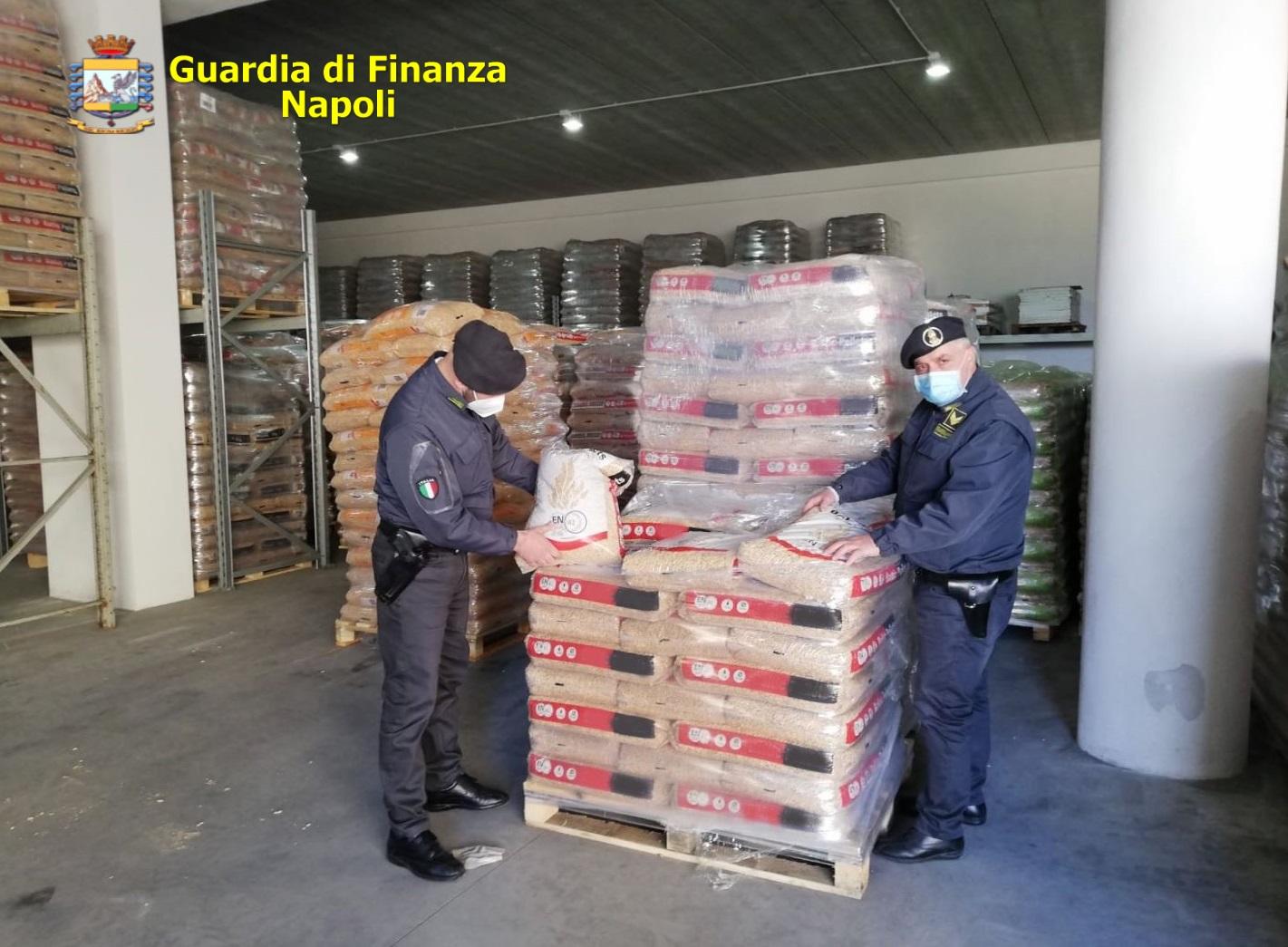 Napoli, autolavaggio abusivo: Guardia di finanza sequestra 220 tonnellate di pellet