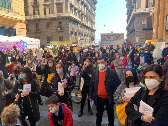 """Scuole Aperte, protesta sotto la Regione: """"Mai più studenti campani lasciati indietro"""""""