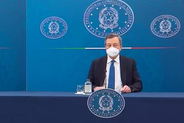Scuola e vaccino, doppio schiaffo di Draghi a De Luca