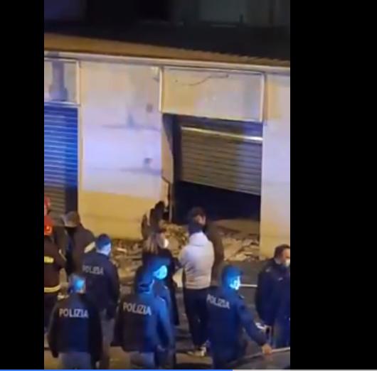 Napoli, Colli Aminei: bomba carta esplode davanti ad un negozio di caldaie