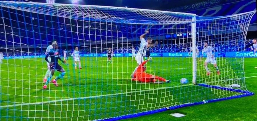 Il Napoli spaventa l'Inter, ma  è pari