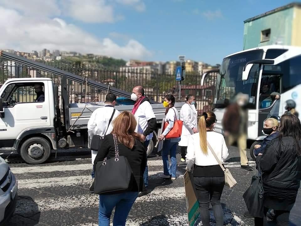 Napoli, blocco stradale contro ritardi ristrutturazione ospedale San Gennaro