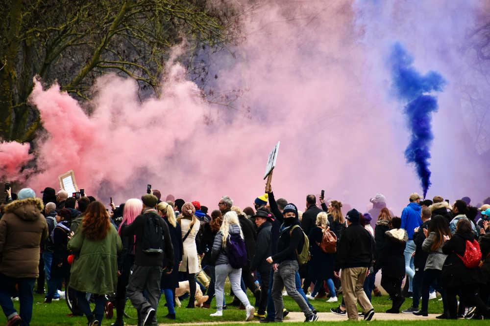 Covid 19, anche nel Regno Unito la pandemia viene utilizzata per limitare i diritti dei cittadini