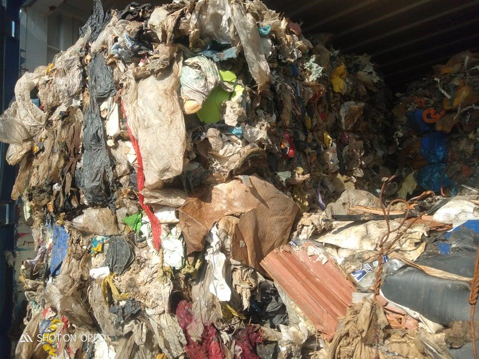 Campania, lo scandalo delle 7900 tonnellate di rifiuti inviate in Tunisia. Un giro di corruzione?