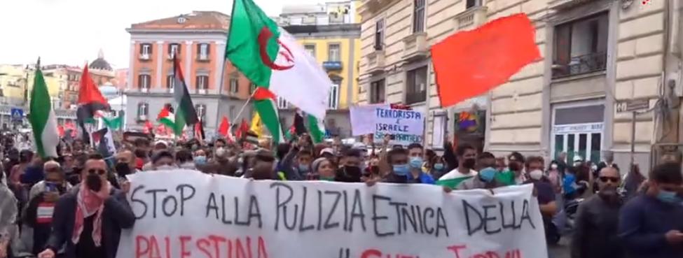 "Napoli, 5 mila in piazza: ""Israele assassina, Palestina libera"""