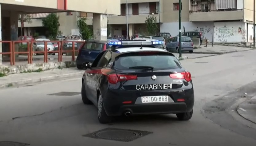 Napoli, bomba lanciata dal cavalcavia a Ponticelli: 3 fermati