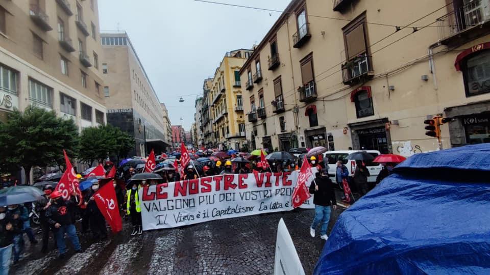 """Primo maggio, a Napoli il corteo dei movimenti: """"Siamo in migliaia"""""""